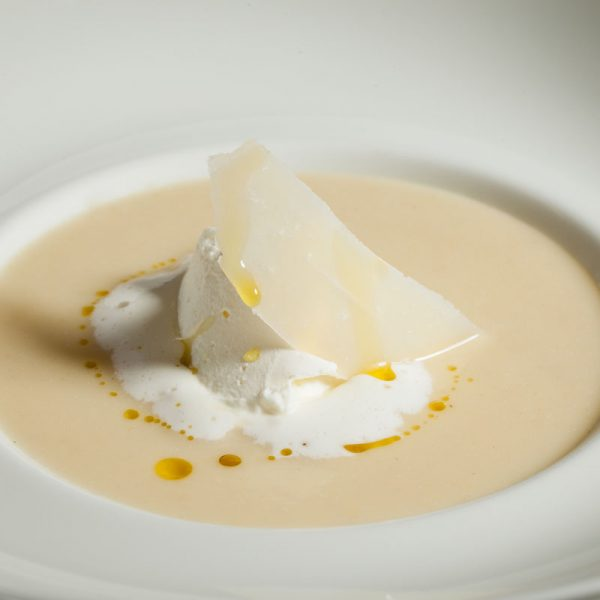 Smooth white vegetables cream